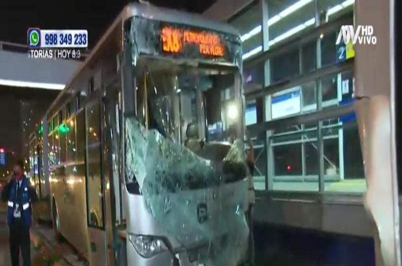 Múltiple choque del Metropolitano deja varios heridos