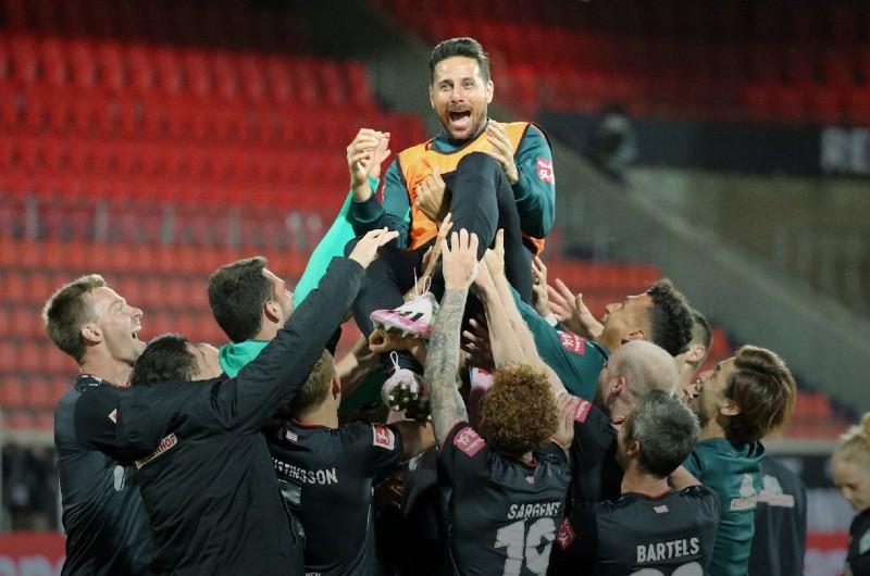 Bundesliga: Claudio Pizarro se despidió del Werder Bremen que salvó la categoría