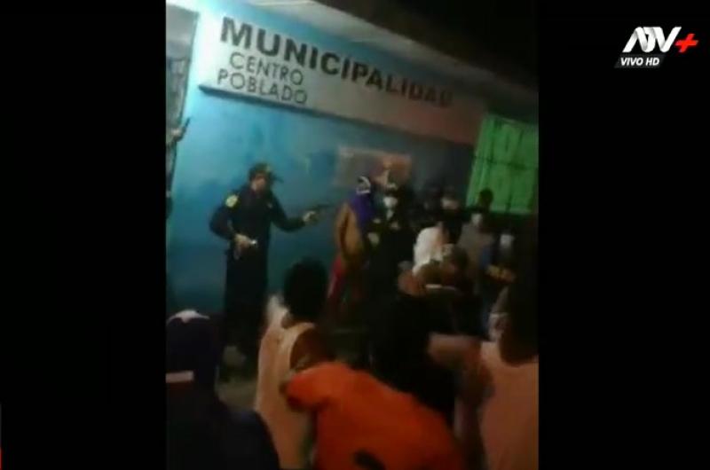 Confuso enfrentamiento entre pobladores y policías deja un muerto