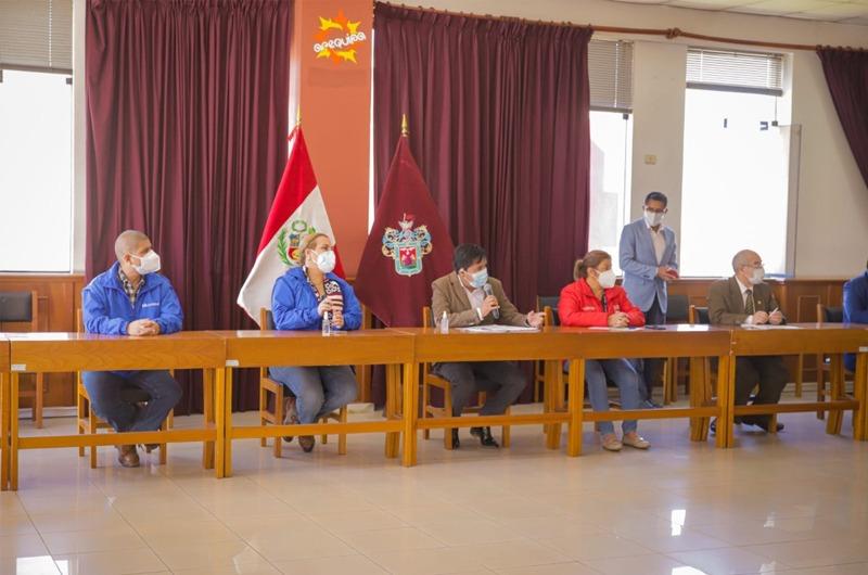 Fiorella Molinelli se reunió con el gobernador de Arequipa