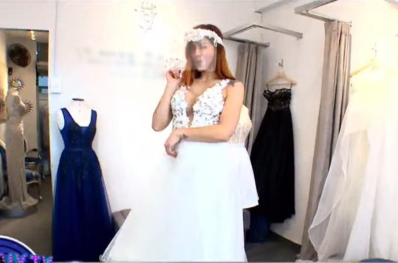 ¡Emocionada!  Xoana González se prueba su vestido de bodas