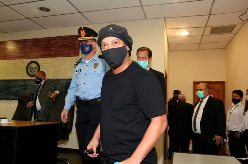 Ronaldinho y su hermano fueron liberados por la justicia paraguaya