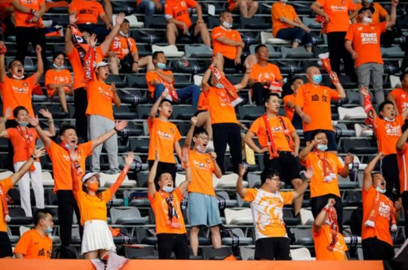 Coronavirus en Fútbol: Público de Wuhan regresa a los estadios