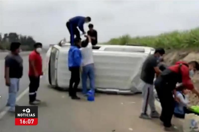 Huacho: Minivan se despista en la Panamericana Norte