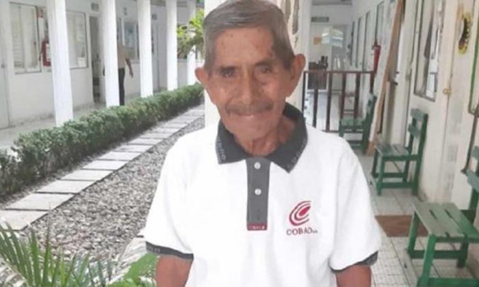 Don Víctor, Bachiller de 80 años