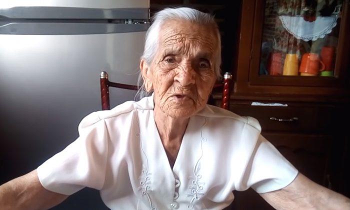 """Abuelita youtuber pide ayuda: """"Yo soy una persona mayor y pobre y ya no  puedo trabajar"""" - ATV"""